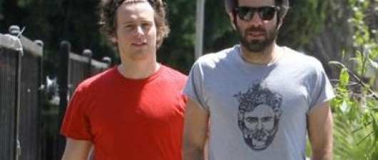 IS ZACHARY QUINTO DATING 'GLEE' ACTOR JONATHAN GROFF?
