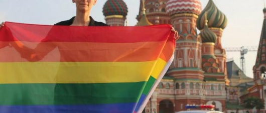 Tilda Swinton Holds Rainbow Flag In Moscow In Defense Of Russia's Gay Community (from The Huffington Post)