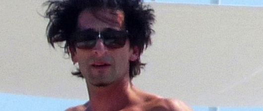 Adrien Brody And Naomi Campbell Are Totally Shirtless Yoga BFFs