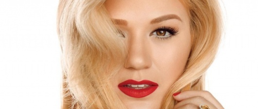 GuySpy Gives It Away: Kelly Clarkson – Wrapped In Red